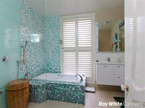 retro bathroom design with floor to ceiling windows using