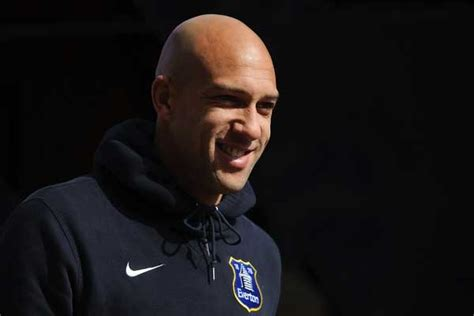 tim howard signs contract extension with everton us
