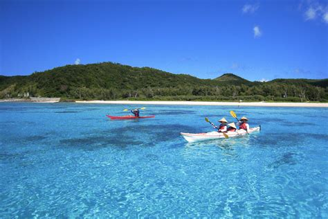 imagenes de japon en verano file sea kayaking zamami okinawa jpg wikimedia commons
