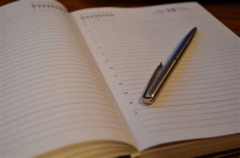 Buku Catatan Sul Kayu Dengan Pena foto gratis buku harian pena buku catatan gambar gratis di pixabay 1252384