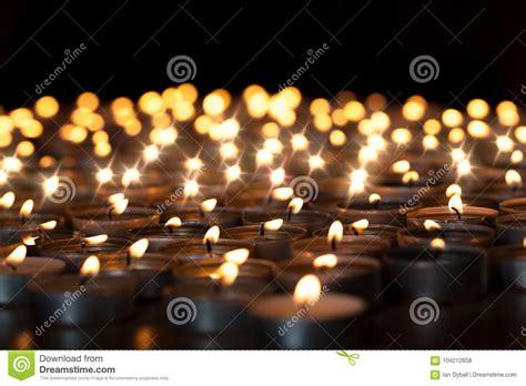 candele tealight candele di tealight bei celebrazione di natale religiose