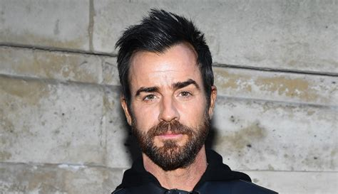 justin theroux erika cardenas justin theroux hangs out with 25 year old model erika