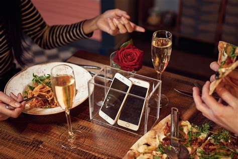 S Day Zizzi If You Re On A Date Just Put Your Phone Away Says Zizzi
