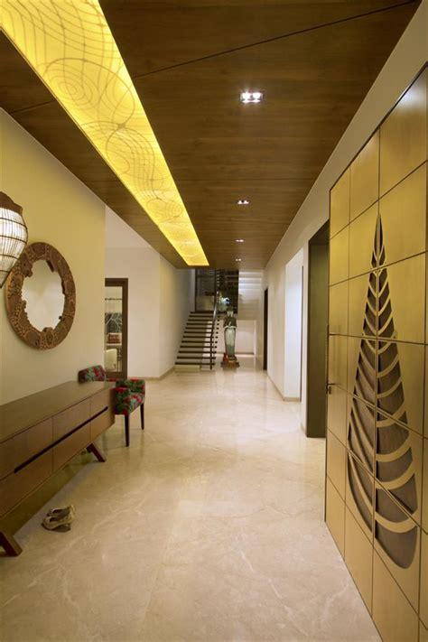 wall decor vadodara gujarat yatin kavaiya jiten tosar neer bungalow foyer