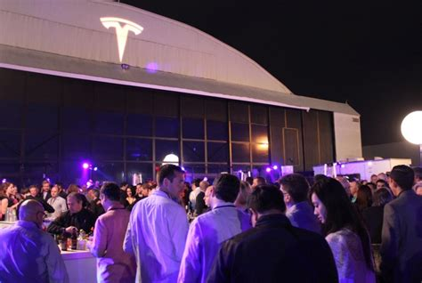Tesla Events Tesla Fans Prepare To C Out At Stores For The Model 3