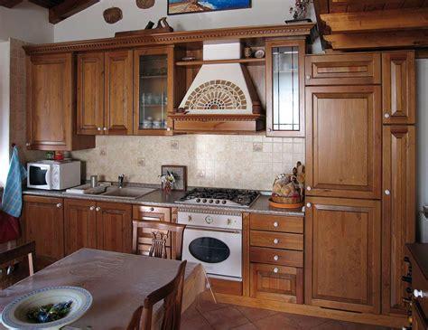 cucine in legno arredamento cucina in legno sergio lazzaroni