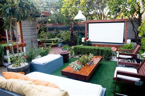 cool backyard  theaters  outdoor entertaining