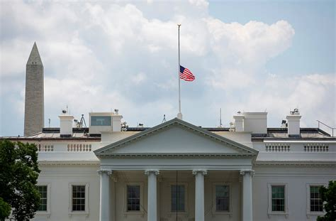 white house flag half staff white house finally lowers flag for chattanooga victims theblaze