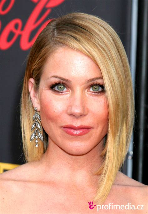 christina applegate hairstyles christina applegate hairstyle easyhairstyler