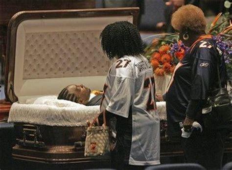 famous people in their caskets famous open casket funerals news celebrity gossip