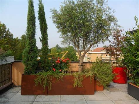 fioriere per terrazzo fioriere terrazzo vasi e fioriere arredare il terrazzo