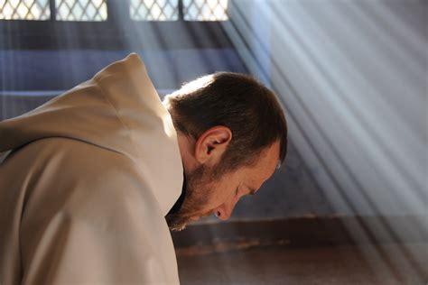 imagenes de sacerdotes orando la vida consagrada opini 243 n religi 243 n digital