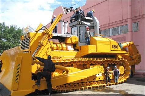 rekordite raamat 10 models of the world s largest bulldozer