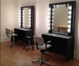 schminktisch mit beleuchtung schminktisch mit spiegel und beleuchtung platziert der