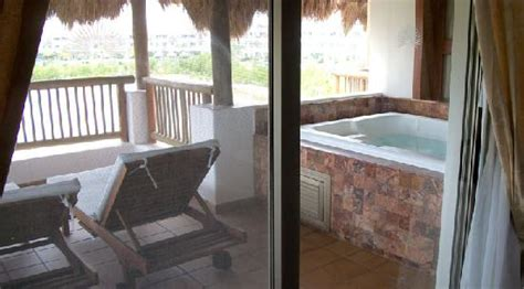 valentin imperial emerald suite emerald jr suite bathroom jetted area picture of