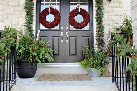 40 appealing christmas main door decoration ideas all the front porch and helping christmas evergreens last longer