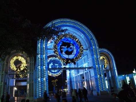 sea world entrance all decorated for christmas picture