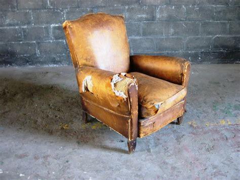worn leather armchair worn old leather armchair artappelartappel