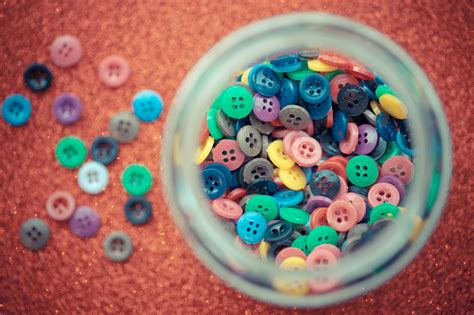 pattern tap buttons 9 fun craft projects for old buttons