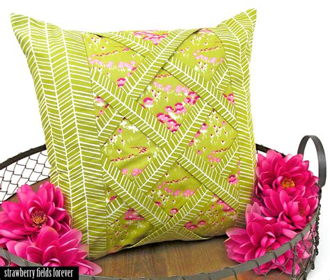 strawberry pillows strawberry fields forever lattice pillow sew4home