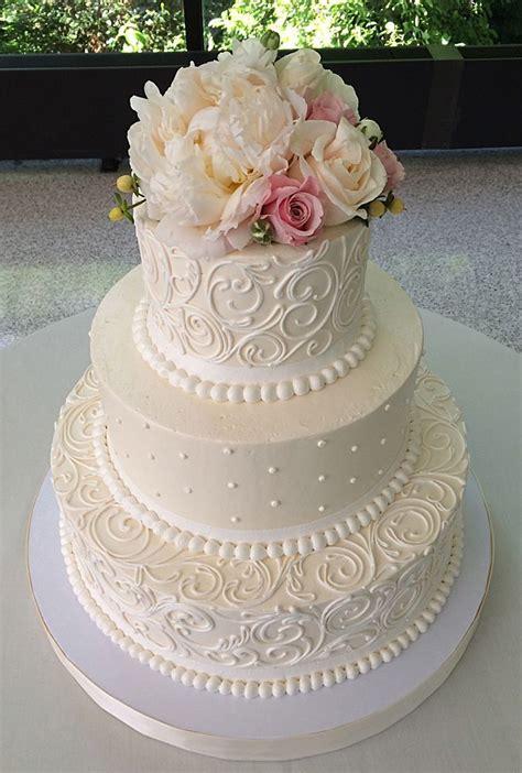 Classic Wedding Cakes by Best 25 Ivory Wedding Cake Ideas On