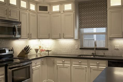 Carrara Marble Backsplash Homesfeed White Kitchen Cabinets Backsplash