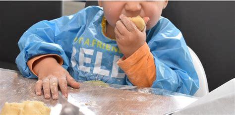 cuisiner avec un enfant cuisiner avec un enfant en bas 226 ge gateau