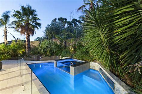 idea giardini giardini con piscina 24 idee molto chic e all avanguardia
