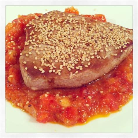 come cucinare il tonno fresco alla piastra tonno alla piastra con concass 233 di pomodoro un banchetto