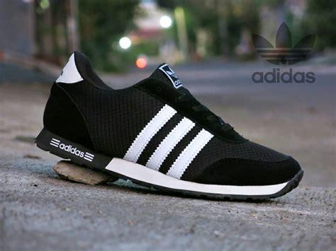 Sepatu Adidas Putih Hitam jual sepatu sport adidas v racer hitam putih kets casual