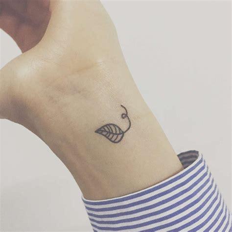 leaf tattoo on wrist tiny leaf on wrist tattoos leaf