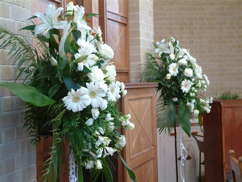wedding flowers for church pews