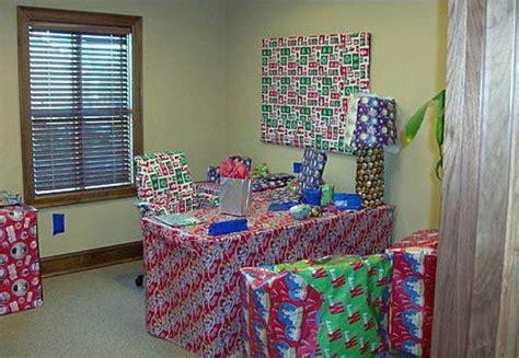 christmas gufts for desk mates 24 and incredibly useful gift wrap diys