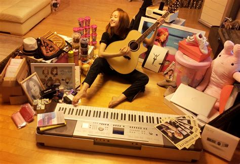 amazing gifts for her t ara s hyomin takes a photo with birthday gifts soompi