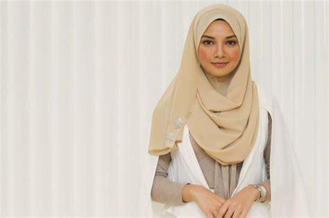 neelofa hijab neelofa to file suit in vietnam over hijab knock offs