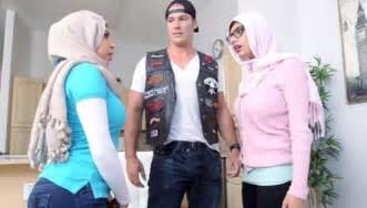 1 ranked star mia khalifa receives threats from home
