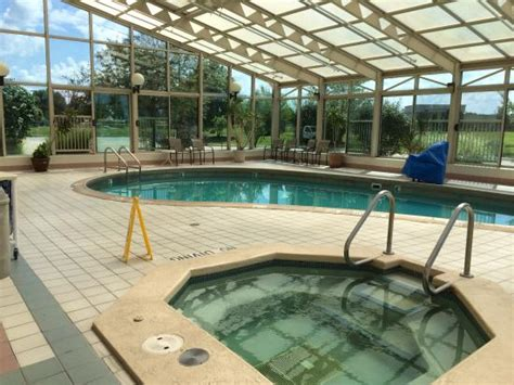 hotels in lafayette la with tub in room swimming pool tub and hotel picture of la quinta inn suites lafayette lafayette