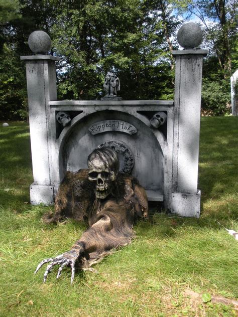 Need Trunk Or Treat Decorating Ideas by 25 Cool And Scary Halloween Decorations Home Design And