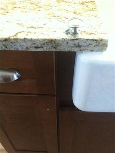 Kitchen Cabinet Knob Location by Kitchen Cabinet Knob Missing On Countertop Above