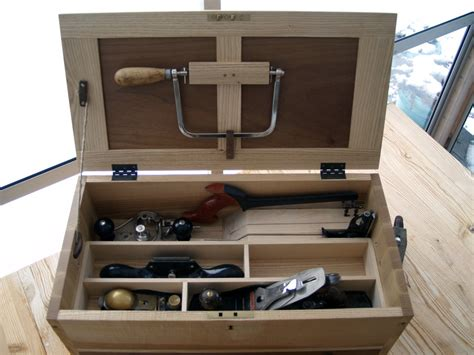 version   essential tool chest    johnsen