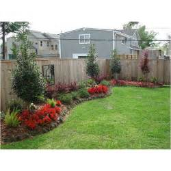 Fence Ideas For Small Backyard Best 25 Landscaping Along Fence Ideas On Privacy Fence Landscaping Fence