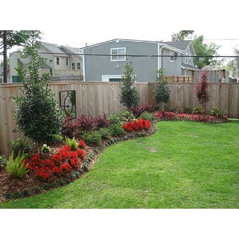 Backyard Fence Landscaping Ideas by 25 Best Ideas About Fence Landscaping On