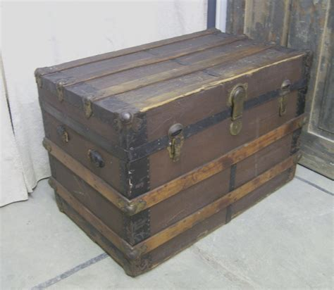 Thomasville Desk Shabby Weathered Antique Steamer Trunk Chic By