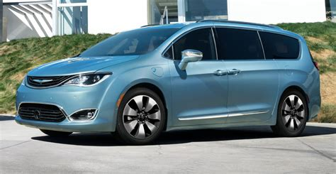 New Chrysler Minivan by All New 2017 Chrysler Pacifica Reinvents Minivan Segment