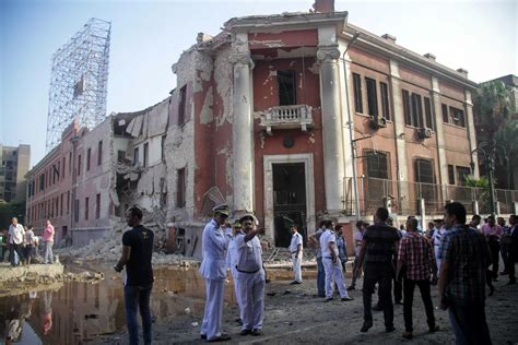 consolato italiano al cairo un autobomba esplode davanti al consolato italiano al
