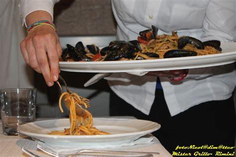 come servire a tavola cameriere corso per diventare cameriere di sala a udine