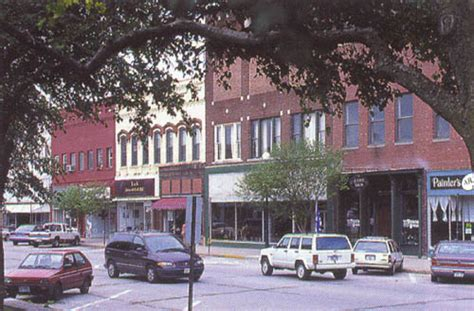 sightseeing shopping dining in downtown lincoln illinois