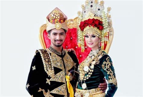 Ciri Ciri Baju Adat Aceh pakaian adat aceh pria wanita dan anak anak deskripsi lengkap