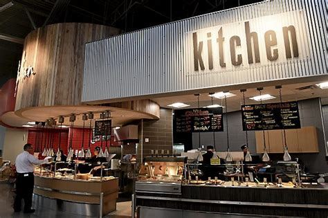 Vees Kitchen by Cub Foods And Hy Vee Launch Their Rivalry In Oakdale