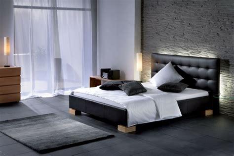schlafzimmer lederbett moderne und zeitgen 246 ssische designs f 252 r schlafzimmer